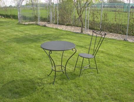 Bistro tafel met bistro stoel.